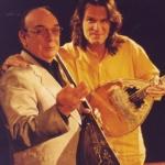 1998. Με τον Γιάννη Σταματίου (Σπόρο), μπουζουξή παγκόσμιας κλάσης. Όταν τον άκουσε ο Έλβις Πρίσλεϊ, του φιλούσε τα χέρια.